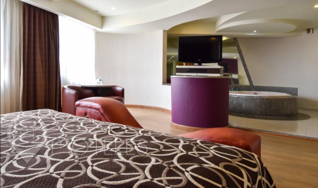 Habitacion Jacuzzi Torre Amor del Motel Castello