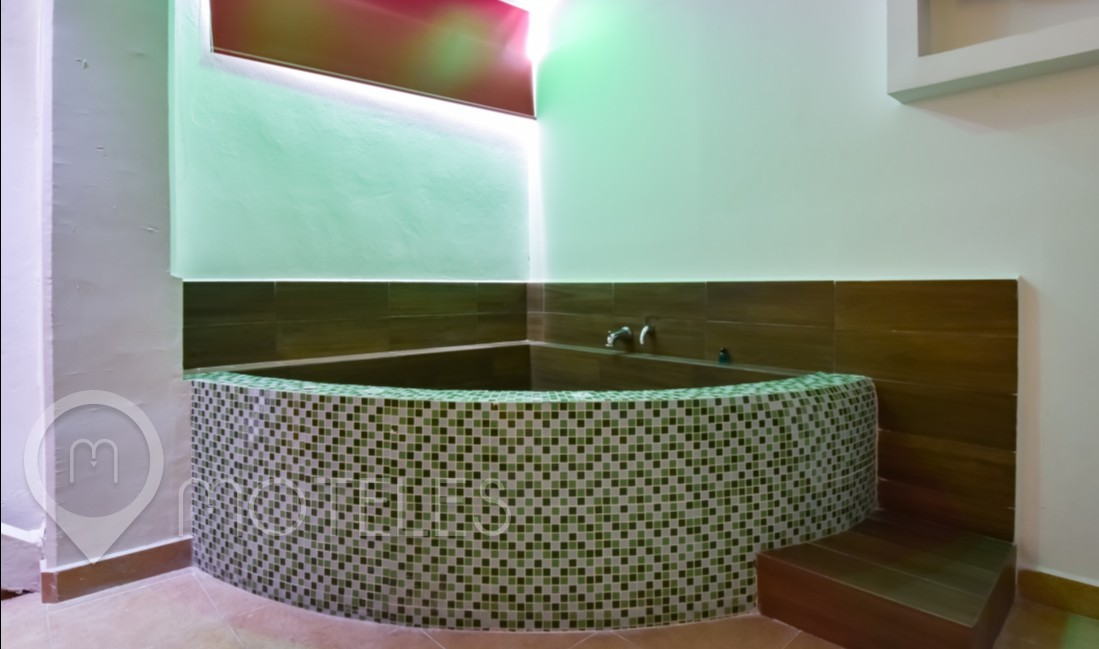 Habitacion Suite Jacuzzi del Motel First Inn Love