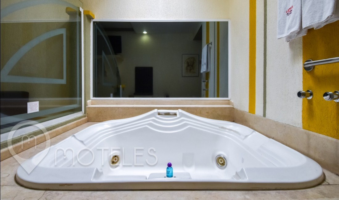 Habitacion Jacuzzi con Columpio del Motel Lexus
